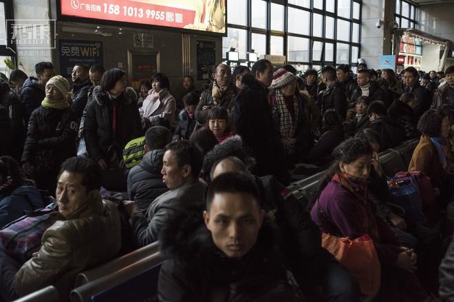 Những chuyến tàu cuối cùng về quê mùa Tết: Hành trình dài 26 tiếng từ Bắc Kinh về Thành Đô - Ảnh 4.