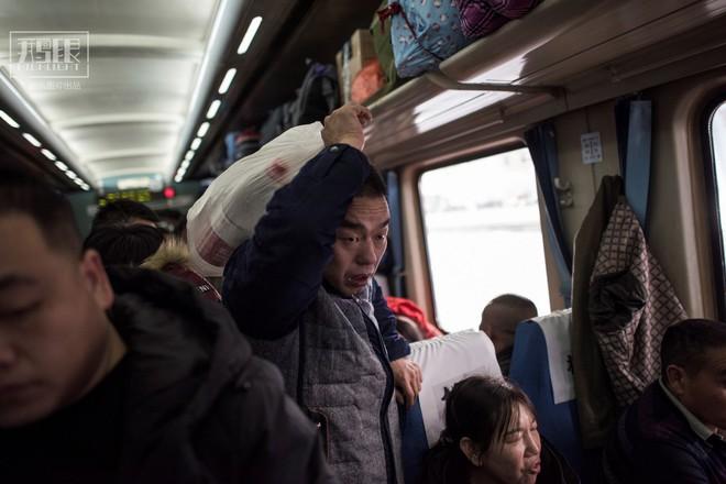 Những chuyến tàu cuối cùng về quê mùa Tết: Hành trình dài 26 tiếng từ Bắc Kinh về Thành Đô - Ảnh 7.