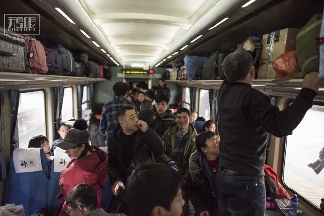 Những chuyến tàu cuối cùng về quê mùa Tết: Hành trình dài 26 tiếng từ Bắc Kinh về Thành Đô - Ảnh 8.