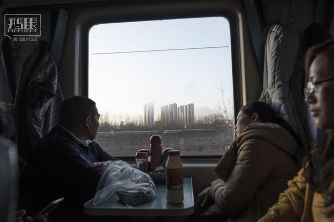 Những chuyến tàu cuối cùng về quê mùa Tết: Hành trình dài 26 tiếng từ Bắc Kinh về Thành Đô - Ảnh 9.