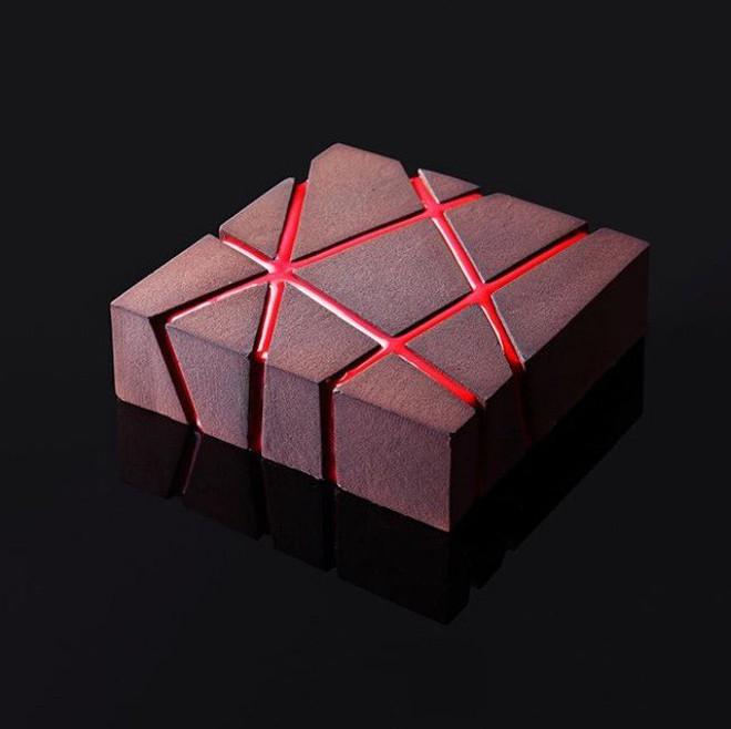 Nhìn chiếc bánh được làm từ công nghệ 3D có lẽ không ai nỡ dùng thìa múc ăn - Ảnh 2.