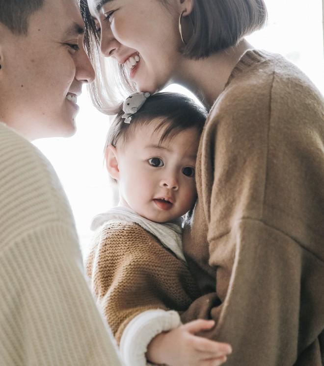 Cuối năm, nhìn bộ ảnh ngọt ngào của gia đình Kiên Hoàng - Heo Mi Nhon mà muốn cưới! - Ảnh 4.