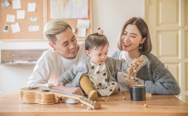 Cuối năm, nhìn bộ ảnh ngọt ngào của gia đình Kiên Hoàng - Heo Mi Nhon mà muốn cưới! - Ảnh 1.