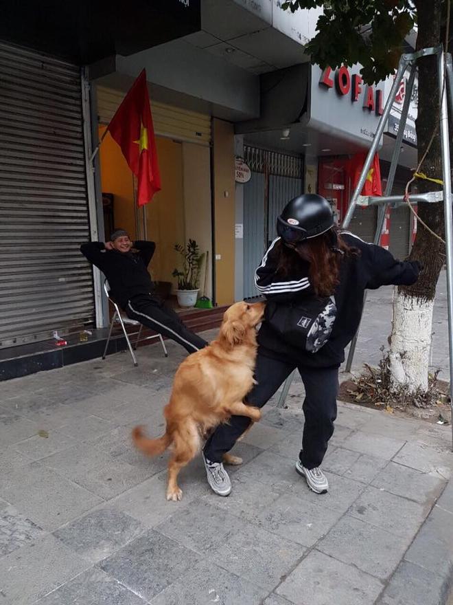Biểu cảm sợ chó xuất sắc của năm 2018 đây rồi! - Ảnh 1.