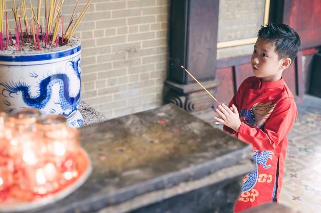 Vợ chồng Đăng Khôi - Thủy Anh mặc áo dài, rạng rỡ đưa hai con đi lễ chùa đầu năm - Ảnh 5.