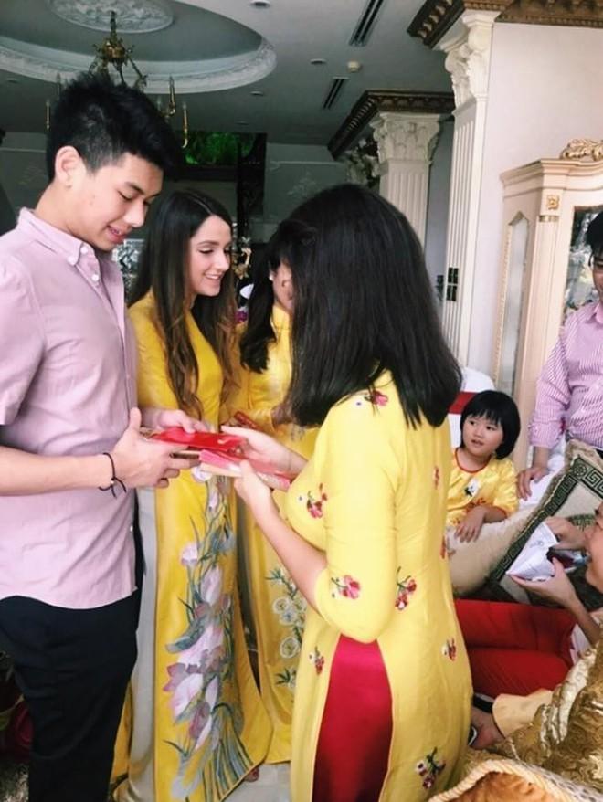 Có 1 cô gái Tây luôn chụp hình thân thiết, được Hiếu Nguyễn - em chồng Hà Tăng đặc biệt quan tâm - Ảnh 3.