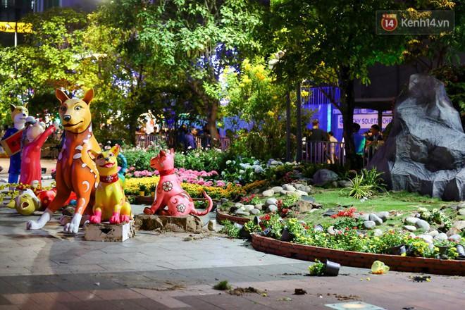 Clip: Tranh thủ mót hoa ở đường hoa Nguyễn Huệ đêm bế mạc, nhiều người dân bị bảo vệ xông ra ngăn cản - Ảnh 7.