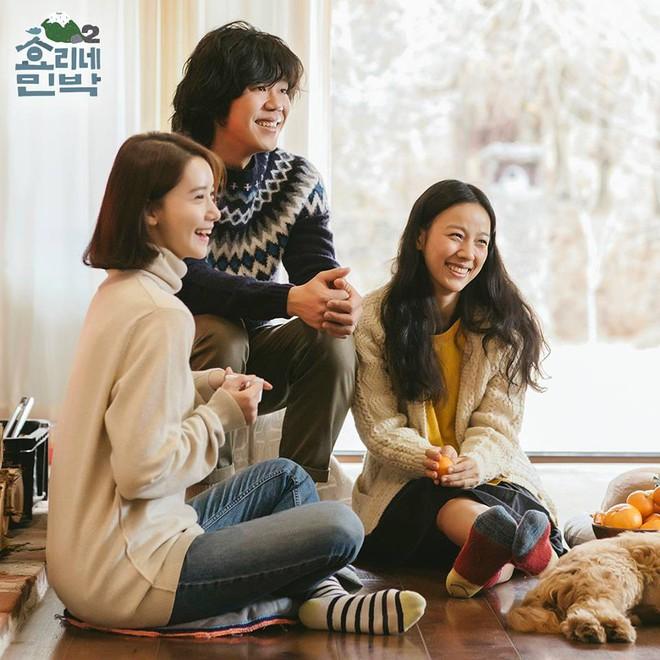 """""""Cô giúp việc"""" Yoona (SNSD) quét tuyết, nấu ăn, khoe mặt mộc rạng rỡ trong show thực tế nhà Hyori - Ảnh 2."""