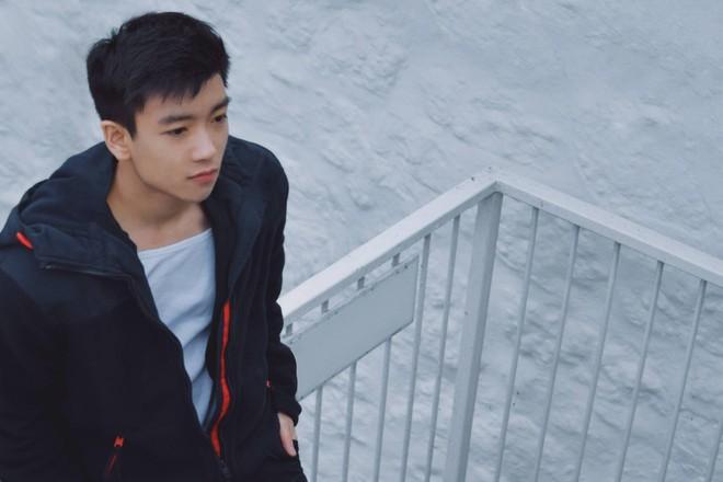 Ảnh hồi bé của Chris Khoa: Chắc kiếp trước cứu thế giới nên bây giờ mới hoàn hảo như thế! - Ảnh 1.