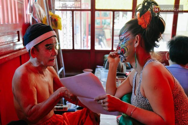 Chuyện chưa kể về những gánh hát bội truân chuyên còn ở Sài Gòn: Ăn gạo chợ, uống nước sông - Ảnh 14.