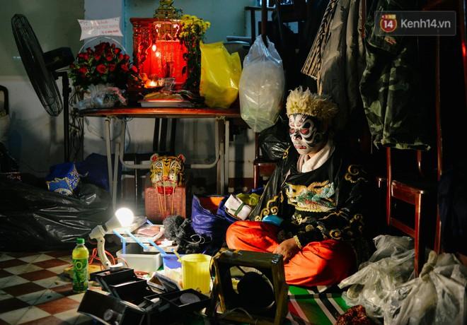Chuyện chưa kể về những gánh hát bội truân chuyên còn ở Sài Gòn: Ăn gạo chợ, uống nước sông - Ảnh 1.