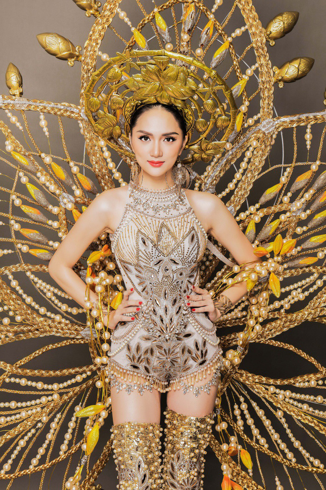 Chiêm ngưỡng bộ trang phục dân tộc độc đáo nặng tới 55 kg của Hương Giang tại Hoa hậu Chuyển giới Quốc tế - Ảnh 7.