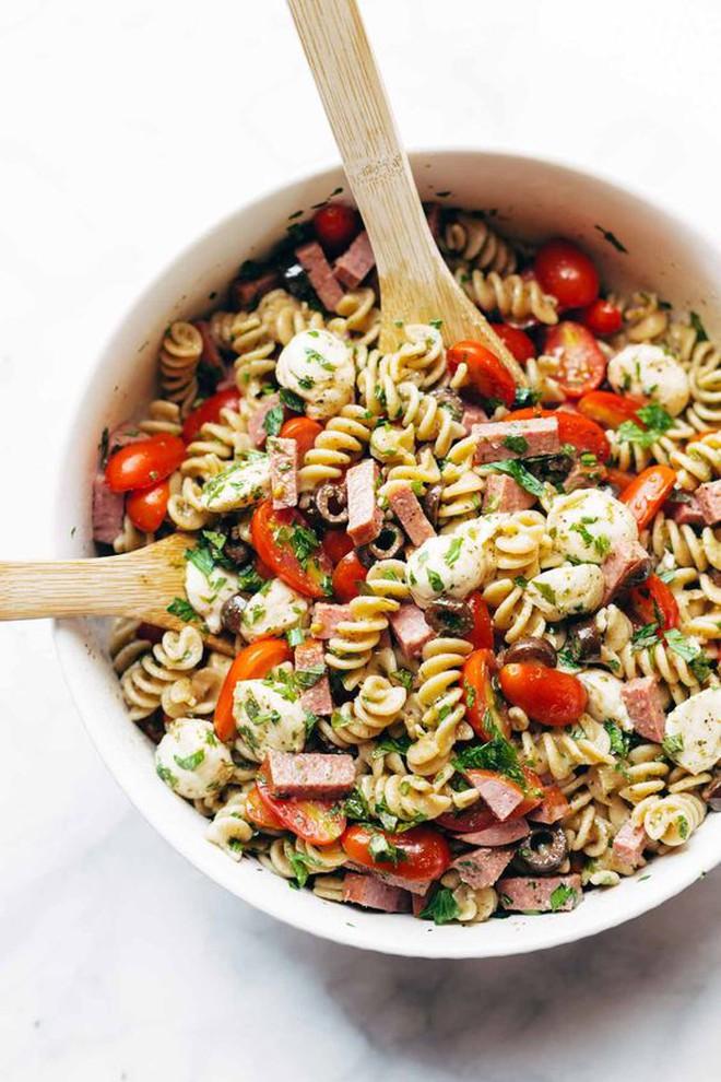 Chỉ ăn salad cũng có thể làm bạn béo hơn nếu mắc các sai lầm này - Ảnh 5.
