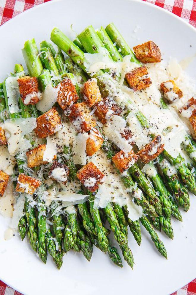 Chỉ ăn salad cũng có thể làm bạn béo hơn nếu mắc các sai lầm này - Ảnh 2.