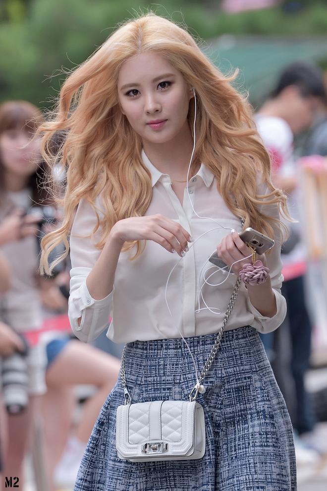 """Nhờ đổi màu tóc, loạt idol Hàn mới có màn """"lột xác"""" ngoạn mục đến thế - Ảnh 4."""