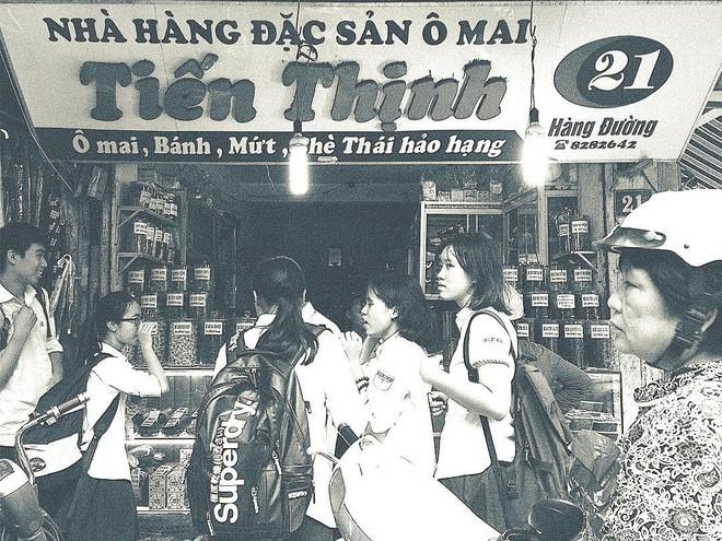 Cứ mỗi dịp Tết đến là những hàng ô mai này ở Hà Nội lại tấp nập người ghé mua - Ảnh 9.