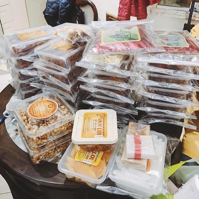 Cứ mỗi dịp Tết đến là những hàng ô mai này ở Hà Nội lại tấp nập người ghé mua - Ảnh 5.