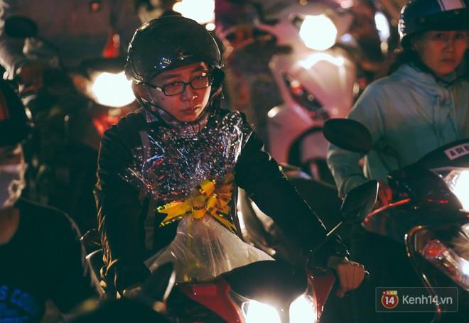 Người dân về quê đón Tết: Các ngã đường đến bến bến xe Miền Đông tắc nghẽn từ chiều đến tối, trẻ em ngủ trên xe 24