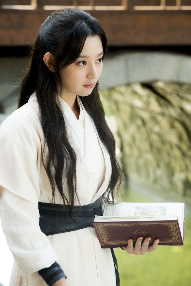 12 sao Hàn ngày thường thì đẹp lồng lộng, nhưng đóng phim cổ trang là lại thấy... sai sai - Ảnh 7.