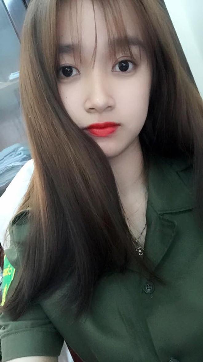 Nữ công an viên Đà Nẵng bất ngờ nổi tiếng vì xinh như hot girl - Ảnh 2.