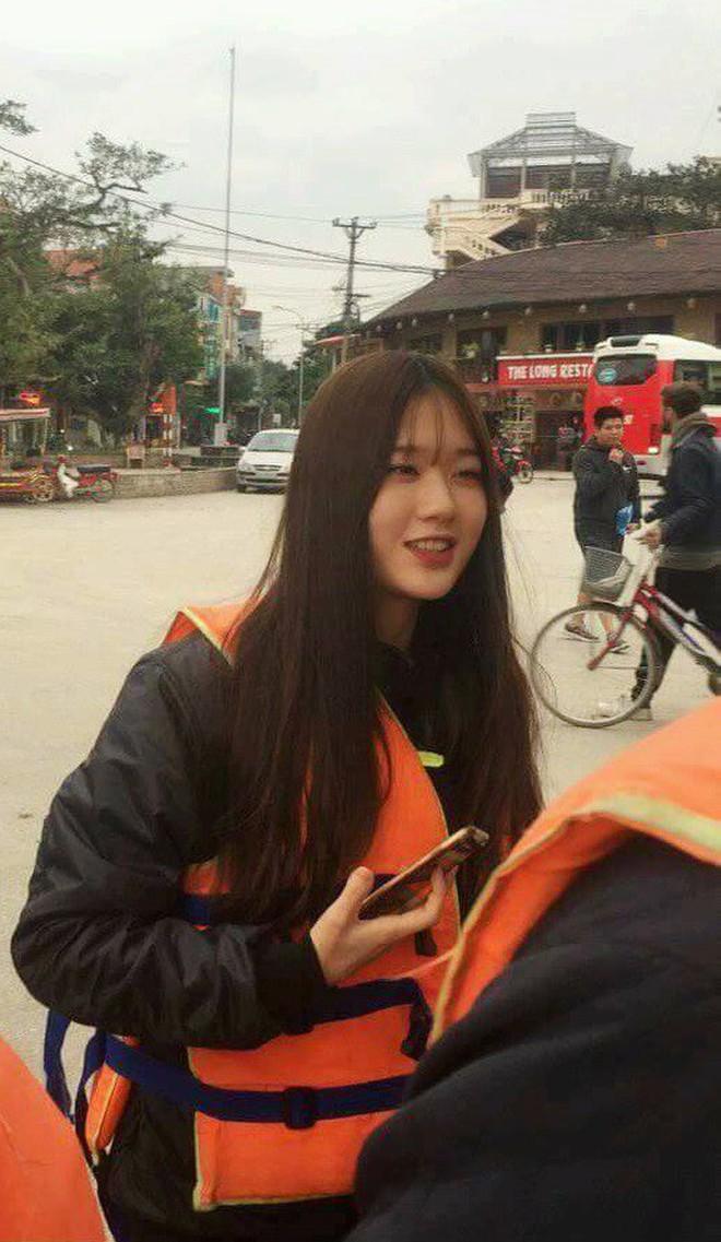 """Phải xin gấp """"info"""" cô gái xinh vừa bị chụp lén tại bến thuyền Tam Cốc, Ninh Bình - Ảnh 1."""
