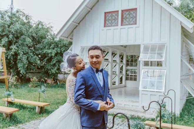 """Clip: Cô dâu ở Hậu Giang mang trên người hơn 1kg vàng, """"quẩy"""" tưng bừng trong đám cưới - Ảnh 3."""