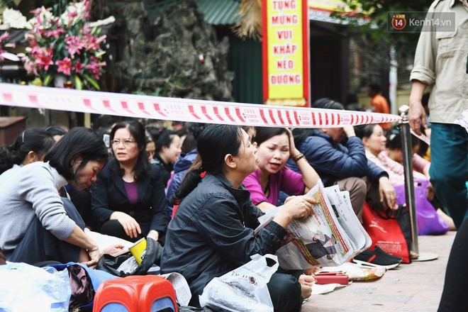 Cấm 1 làn đường trước chùa Phúc Khánh cho người dân ngồi dự lễ cầu an lớn nhất năm 6
