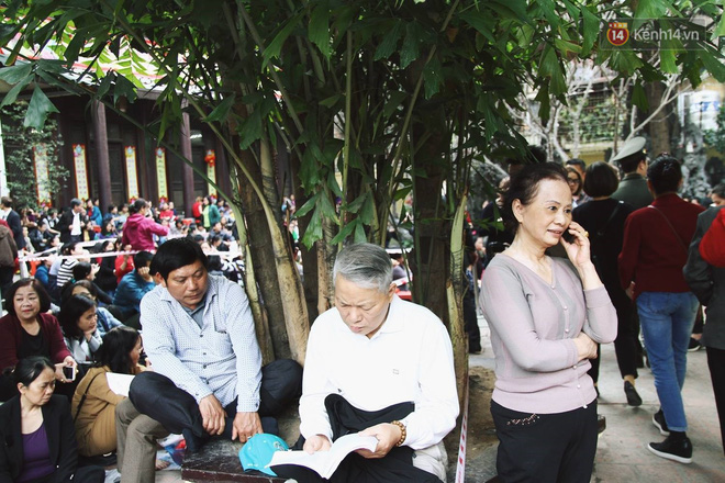 Cấm 1 làn đường trước chùa Phúc Khánh cho người dân ngồi dự lễ cầu an lớn nhất năm 12