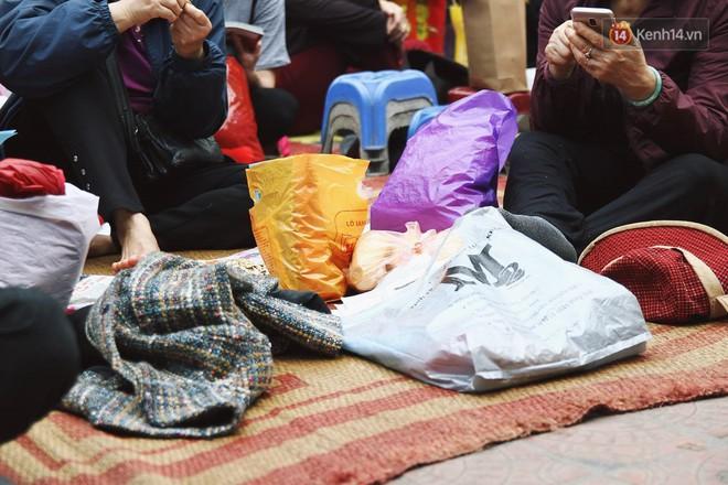 Cấm 1 làn đường trước chùa Phúc Khánh cho người dân ngồi dự lễ cầu an lớn nhất năm 16