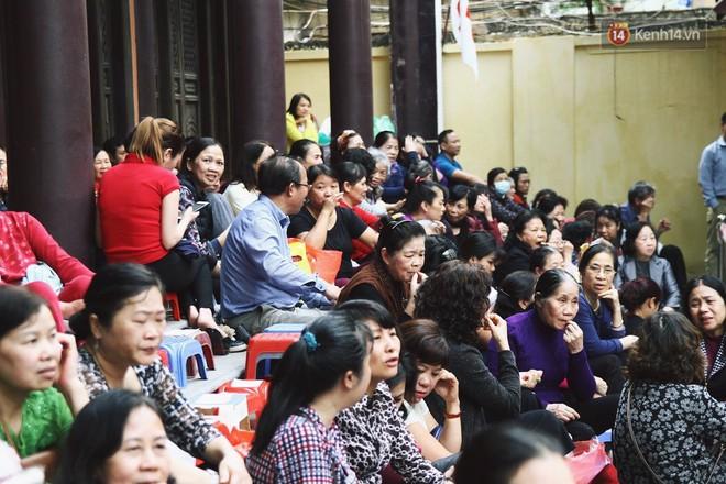 Cấm 1 làn đường trước chùa Phúc Khánh cho người dân ngồi dự lễ cầu an lớn nhất năm 10