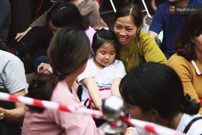 Cấm 1 làn đường trước chùa Phúc Khánh cho người dân ngồi dự lễ cầu an lớn nhất năm 7