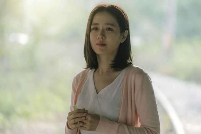 """Lần đầu livestream, So Ji Sub bị """"vợ"""" Son Ye Jin trêu """"phát khóc"""", lộ mặt thật quý ông mù công nghệ - Ảnh 10."""