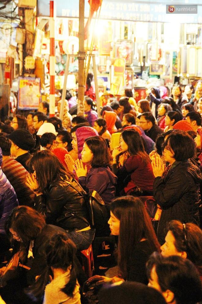 Cấm 1 làn đường trước chùa Phúc Khánh cho người dân ngồi dự lễ cầu an lớn nhất năm 31