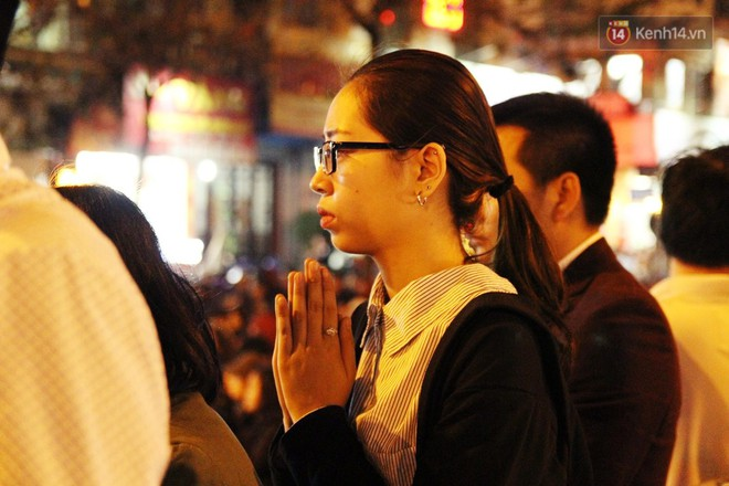 Cấm 1 làn đường trước chùa Phúc Khánh cho người dân ngồi dự lễ cầu an lớn nhất năm 34