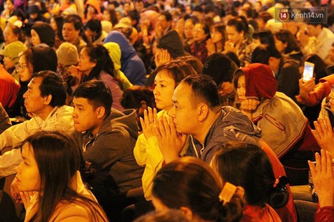 Cấm 1 làn đường trước chùa Phúc Khánh cho người dân ngồi dự lễ cầu an lớn nhất năm 30