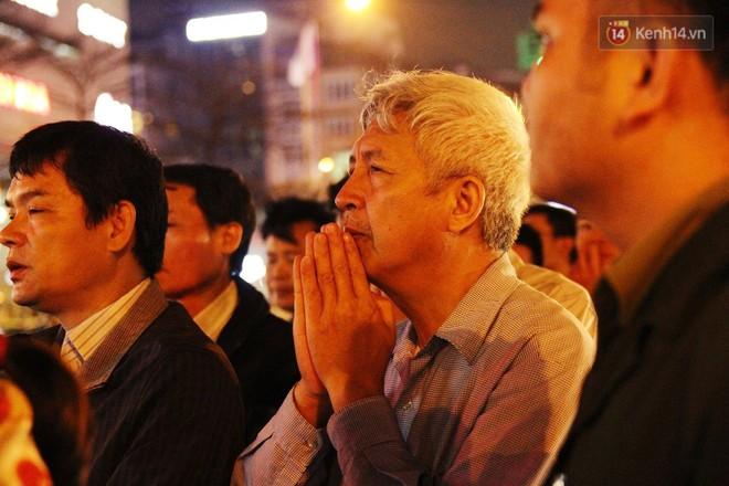 Cấm 1 làn đường trước chùa Phúc Khánh cho người dân ngồi dự lễ cầu an lớn nhất năm 33