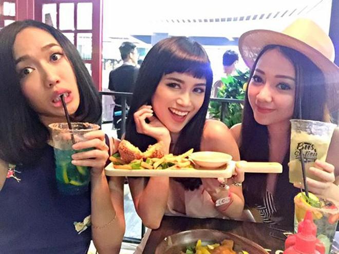 """B&rgb(2, 3, 6);nh thường kh&rgb(2, 3, 7); chất ngời ngời m&rgb(2, 2, 4); khi ở b&rgb(2, 3, 4);n đồ ăn sao Việt bỗng """" thần th&rgb(2, 2, 5);i b&rgb(2, 2, 5); đạo"""" lạ thường - Ảnh 17."""