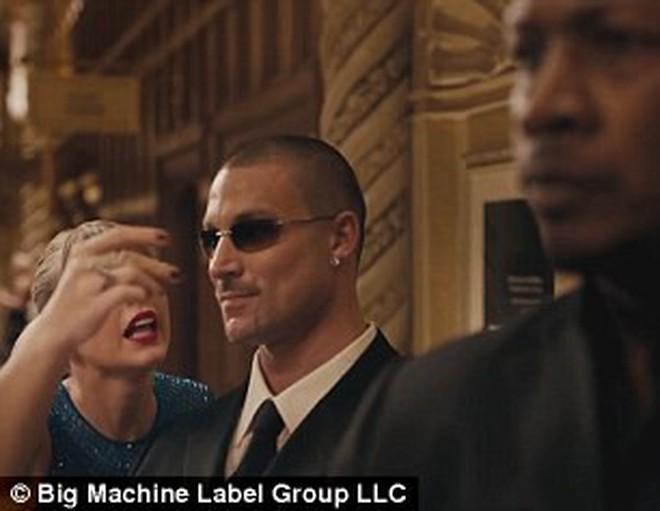 """MV mới """"Delicate"""" của Taylor Swift chỉ là hàng đạo nhái của tác phẩm này? - Ảnh 6."""