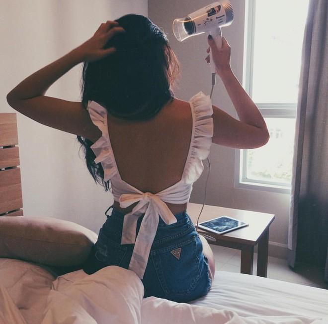 """""""Rổ"""" ảnh sống ảo trên giường của các hot girl Việt, từ trong sáng thiên thần tới sexy táo bạo! - Ảnh 19."""