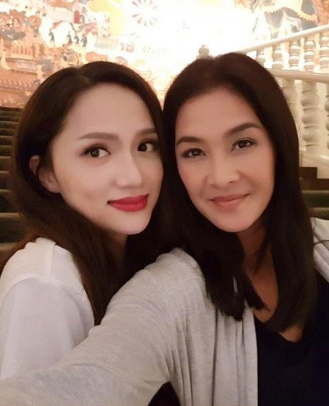 Cuối cùng Hương Giang và 'chị đại' Lukkade cũng có kiểu ảnh chung với nhau rồi đây!