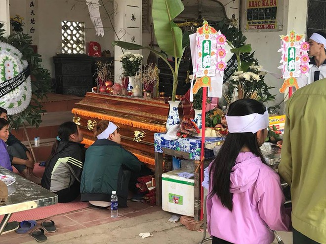 Cha mẹ sụp đổ, chồng sắp cưới ngẩn ngơ ôm linh cữu sau vụ tai nạn khiến cô gái sinh năm 1994 tử vong ở Hà Nội - Ảnh 2.