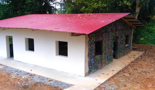 Đột nhập những ngôi nhà cực chất cực xinh làm từ vỏ chai nhựa, Việt Nam cũng có một cái ở ngay Hà Nội - Ảnh 2.