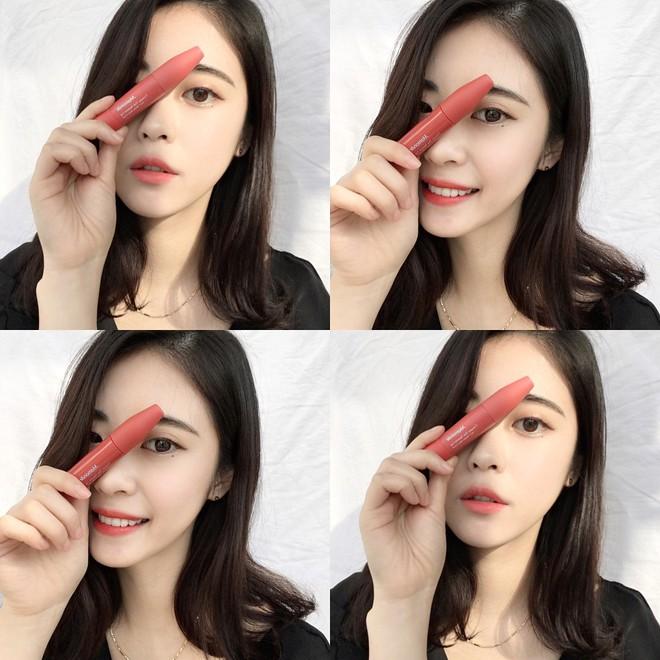 """Trong khi con gái Việt mê mẩn 3CE thì con gái Hàn lại đang đắm chìm với cây son kem """"bóp để tô"""" hay ho với toàn màu siêu đẹp này - Ảnh 4."""