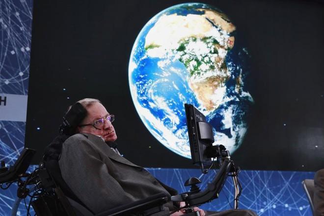 Stephen Hawking và những lời cảnh báo rợn người cho nhân loại về Ngày Tận thế - Ảnh 2.