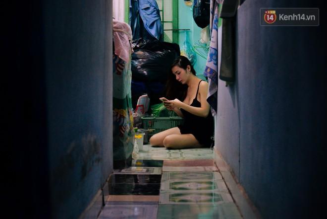 """""""Chị Hai, chị Ba"""" bán xôi Sài Gòn: Hai anh em trốn chạy để được làm con gái và trở về bên vòng tay bao dung của gia đình - Ảnh 11."""