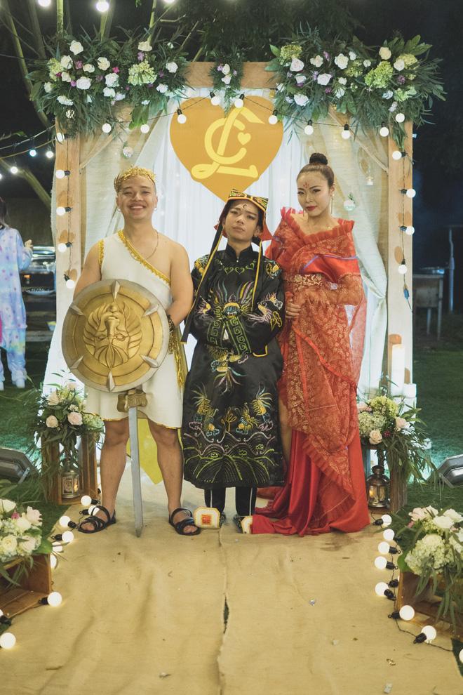 """Đám cưới phong cách """"lẩu thập cẩm"""": Cô dâu hóa Võ Tắc Thiên, chú rể cosplay thần Hy Lạp - Ảnh 15."""