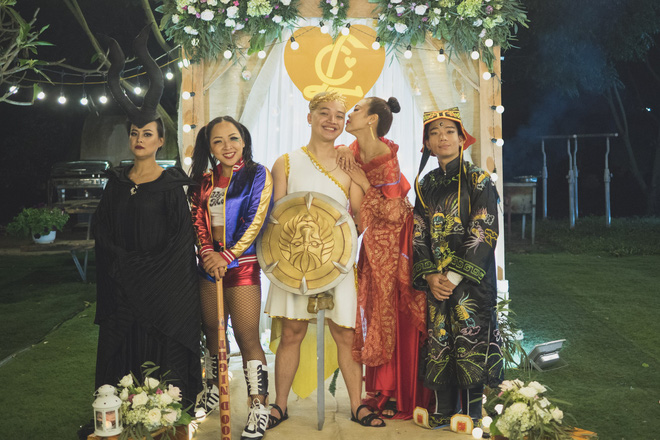 """Đám cưới phong cách """"lẩu thập cẩm"""": Cô dâu hóa Võ Tắc Thiên, chú rể cosplay thần Hy Lạp - Ảnh 8."""