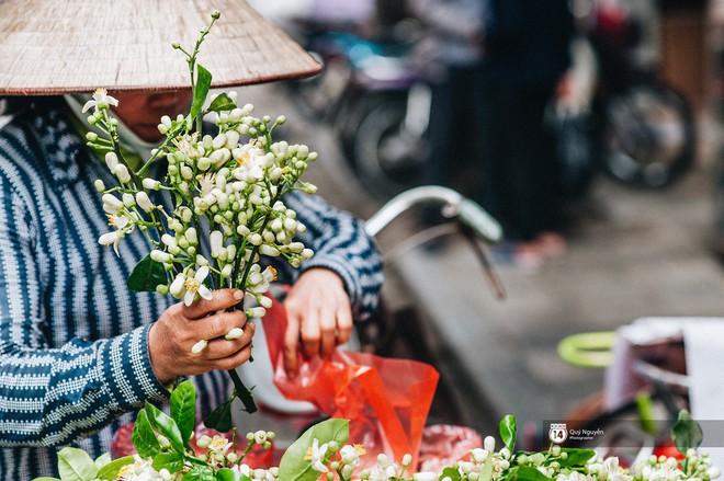 Mùa hoa bưởi phủ trắng phố phường, nhưng được mấy người biết đến các món ăn với hoa bưởi này? - Ảnh 5.