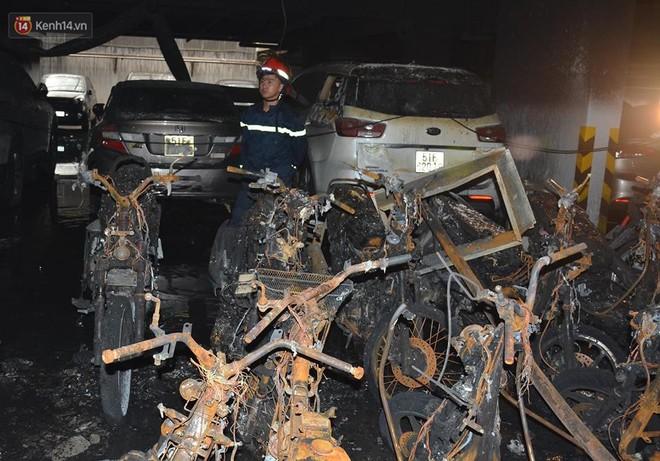 Nhìn lại toàn bộ diễn biến và những câu chuyện ám ảnh trong vụ cháy kinh hoàng ở chung cư Carina khiến 14 người thiệt mạng - Ảnh 5.