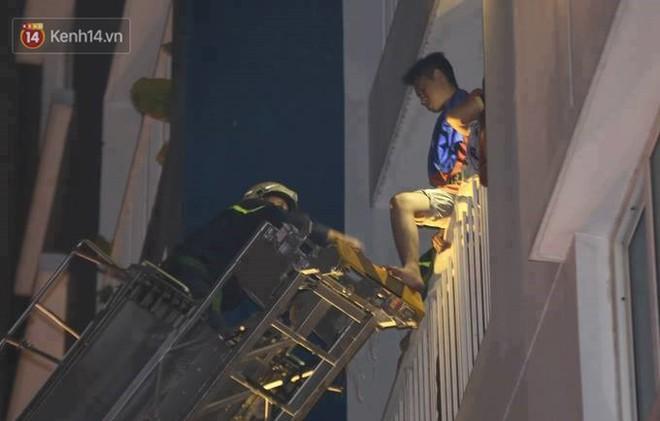 Nhìn lại toàn bộ diễn biến và những câu chuyện ám ảnh trong vụ cháy kinh hoàng ở chung cư Carina khiến 13 người thiệt mạng - Ảnh 2.